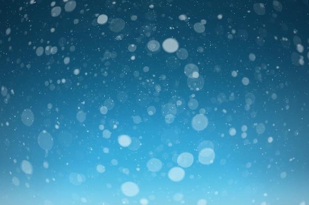 Una nieve sobre fondos negros