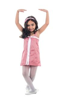 Niña de ballet con un vestido rosa