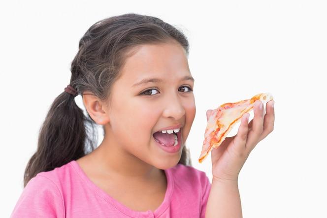 Niña comiendo pizza