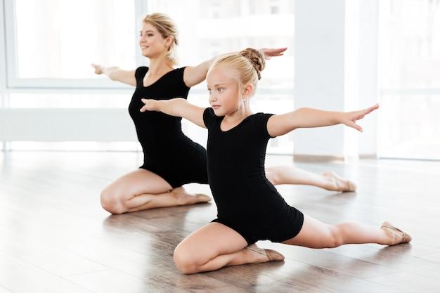 Niña en la escuela de ballet
