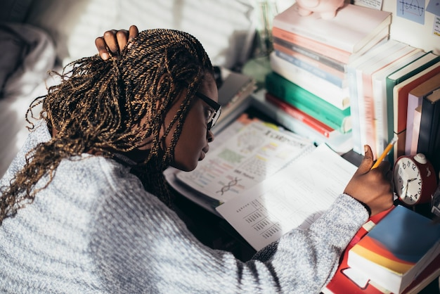 Niña, estudiar, en, ella, escritorio