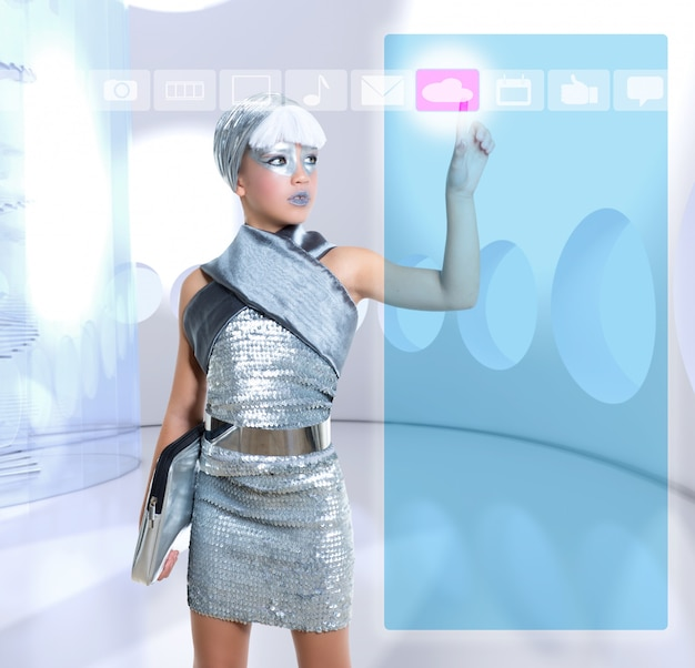 Niña futurista en icono táctil de icloud dedo de plata