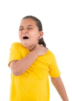 Niña joven, sufrimiento, dolor de hombro