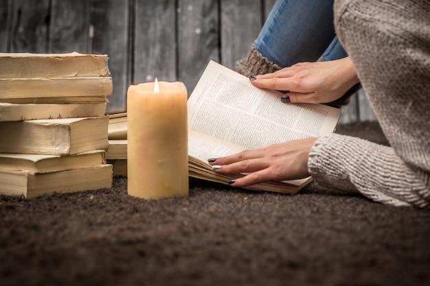 Niña con libros