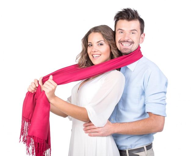 La niña metida en una bufanda y un hombre.