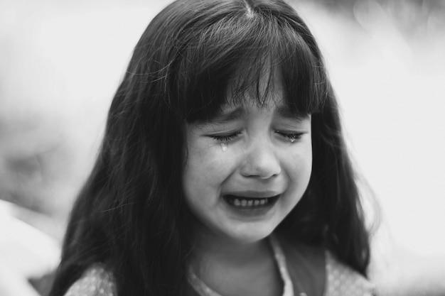 Niña pequeña llorando