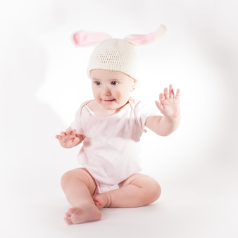 Niña con sombrero de conejo