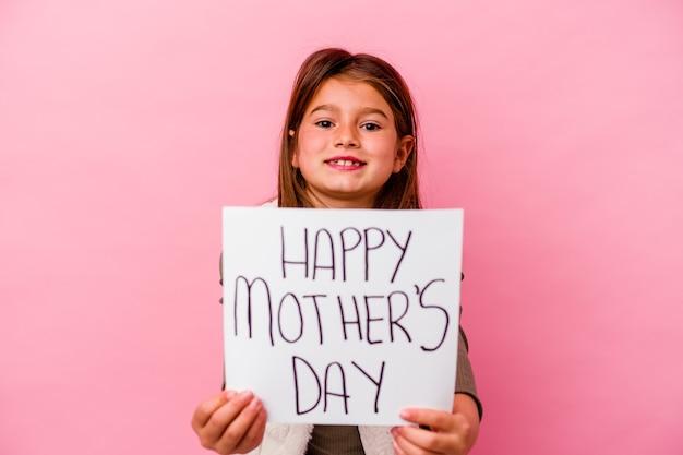 Niña sosteniendo un cartel de feliz día de la madre