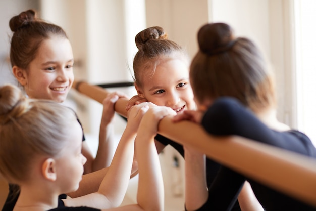 Niñas en clase de ballet
