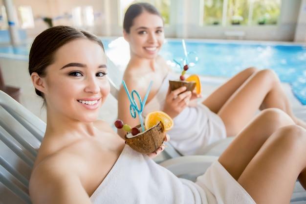 Niñas en el spa resort