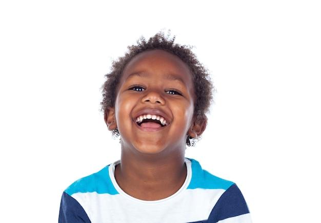 Niño africano riendo