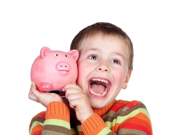Niño feliz con caja de dinero azul