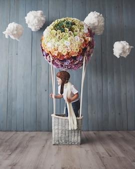 El niño finge ser empresario. niño jugando en casa. imaginación, idea y creatividad.