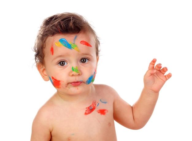 Niño gracioso sucio con pintura