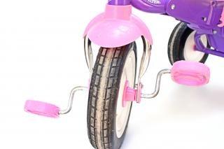 Niño s triciclo