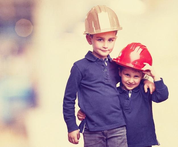 Niños con cascos