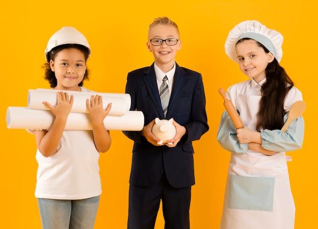 Niños pequeños con diferentes profesiones