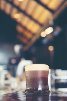 Nitro café frío en la cafetería