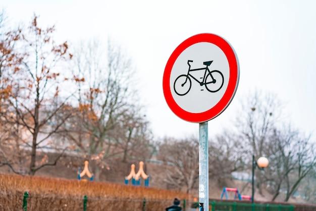 No hay señales de ciclismo. gráfico de bicicleta negro rodeado de círculo rojo