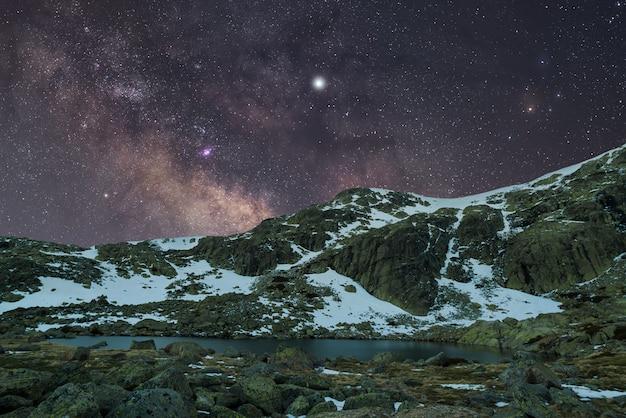 Noche en las montañas