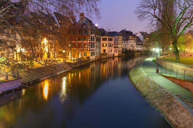 Noche petite france en estrasburgo, alsacia