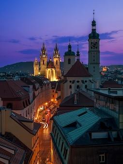 Por la noche praga. republica checa