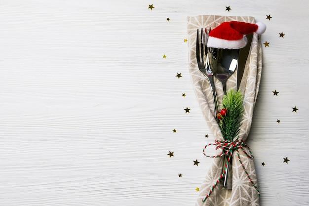 Nochevieja, comida navideña, desayuno, almuerzo, cena festiva, cubiertos