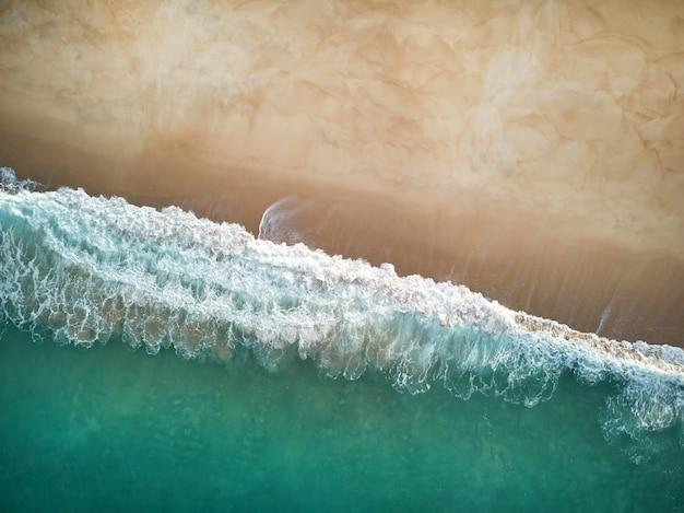 North beach y el océano en nazare portugal