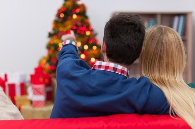 Nos encanta mirar el árbol de navidad
