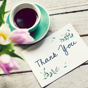 Nota de agradecimiento con una taza de café