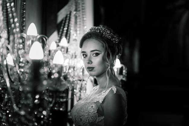 Novia en un hotel retro vintage de lujo, boda