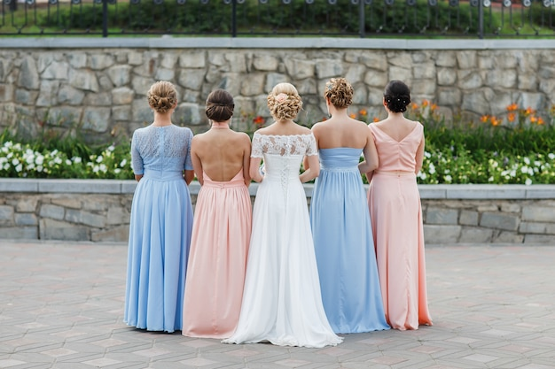 La novia con sus amigas