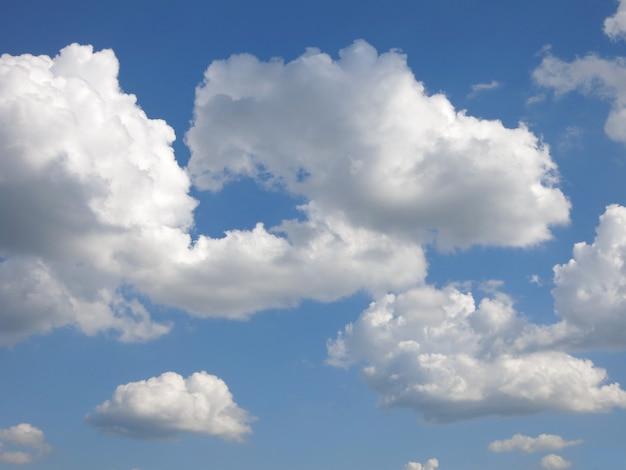 Nube y cielo de verano.