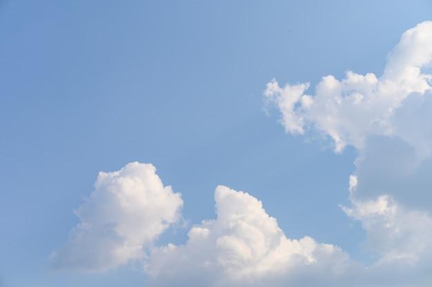 Nube natural en cielo azul