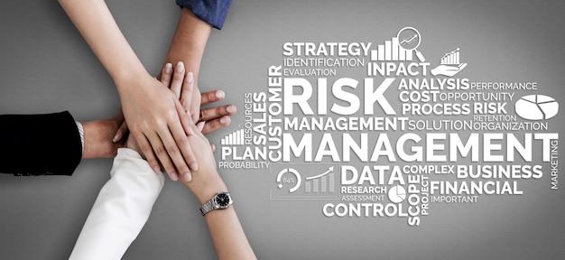 Nube de palabras en concepto de gestión de riesgos y evaluación de inversiones empresariales