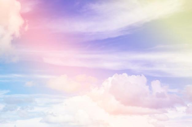 Nubes de colores en el cielo