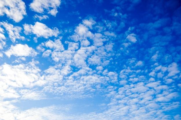 Nubes esparcidas