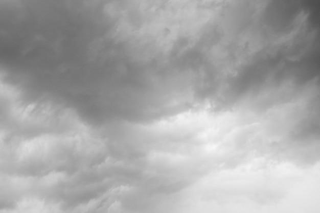 Nubes de lluvia formándose en el cielo.