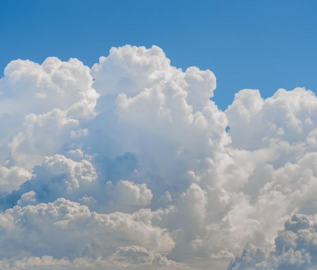 Nubes de tormenta antes del cielo de lluvia