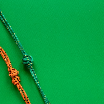 Nudos de cuerda náutica copia espacio fondo verde