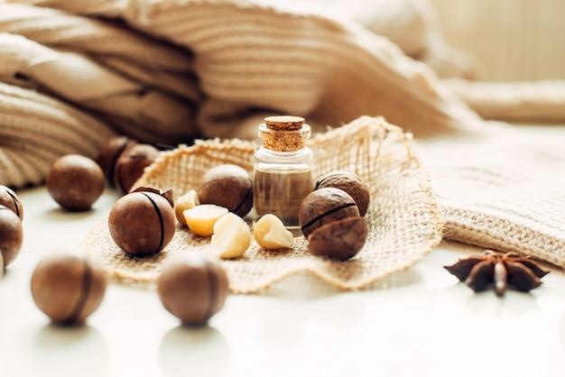 Nueces de macadamia, mantequilla natural, anís estrellado y un suéter cálido.