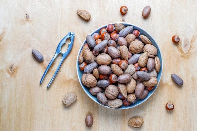 Nueces orgánicas mixtas con cáscara.