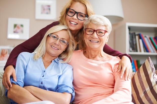 A nuestra familia le gusta usar lentes