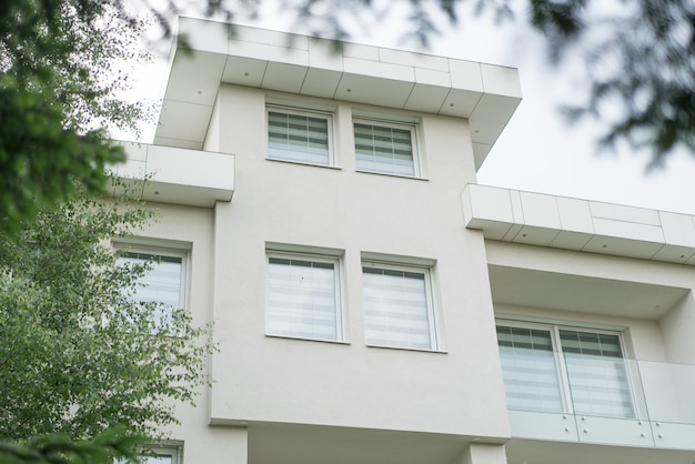Nueva casa blanca hermosa y moderna