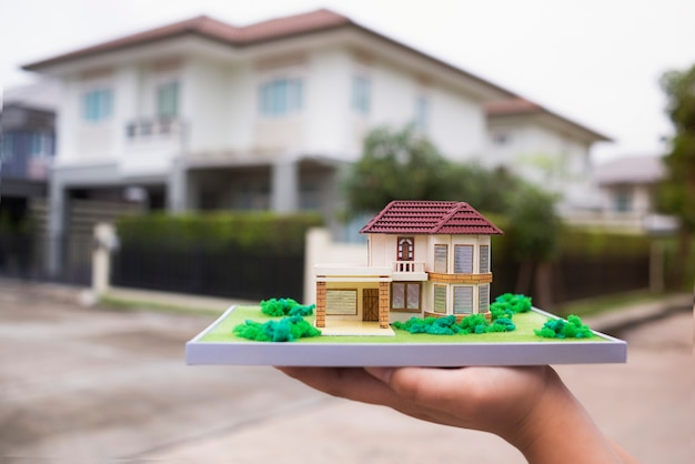 Nueva casa modelo de show de casa y propiedad de agencia real.