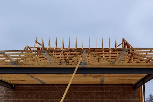 Nueva construcción de una casa de nueva construcción enmarcada
