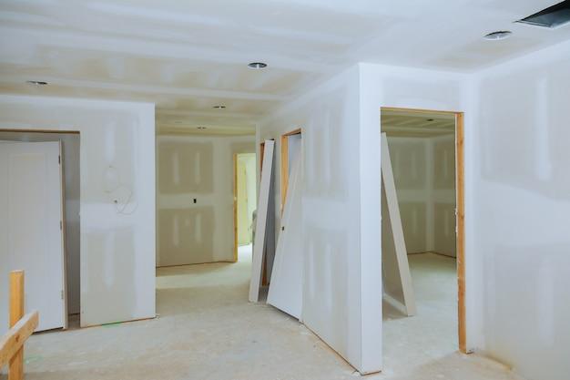 Nueva construcción de sala de yeso interior de yeso