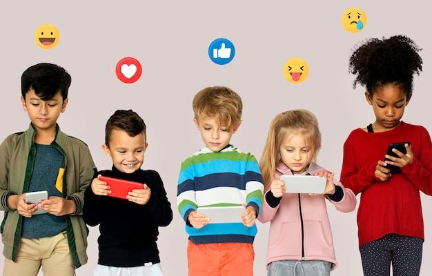 Nueva generación de usuarios de teléfonos inteligentes.