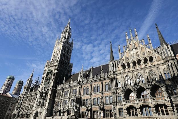 El nuevo ayuntamiento (rathaus) en marienplatz