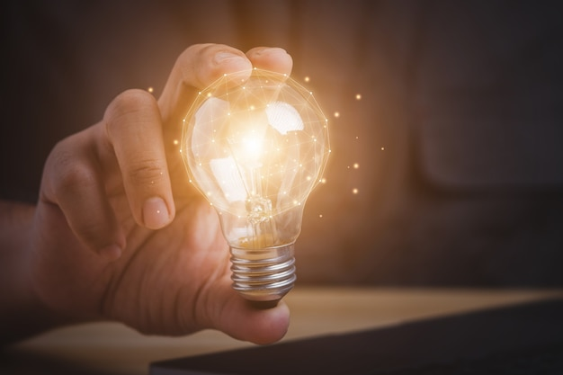 Nuevo concepto de creatividad de ideas con innovación e inspiración.